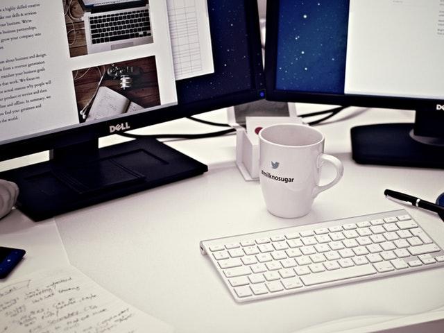 Skärmar och keyboard